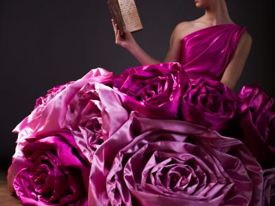 Old-Book-Fashion-Seide-Altes-Buch-Fotoshooting-Photo-Thomas-Frick